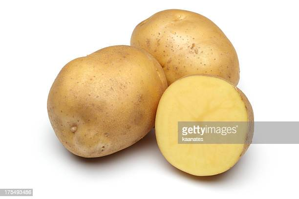 raw potato full body and freshly cut isolated on white - rauwe aardappel stockfoto's en -beelden