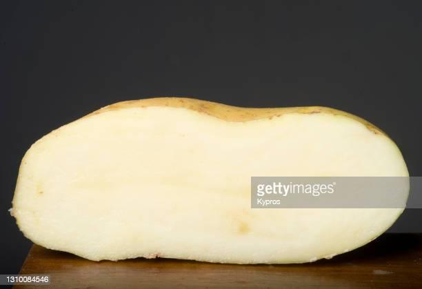 raw potato - ジャガイモ料理 ストックフォトと画像
