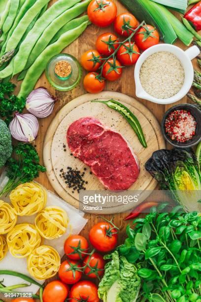 Ruwe rib eye steak met groenten