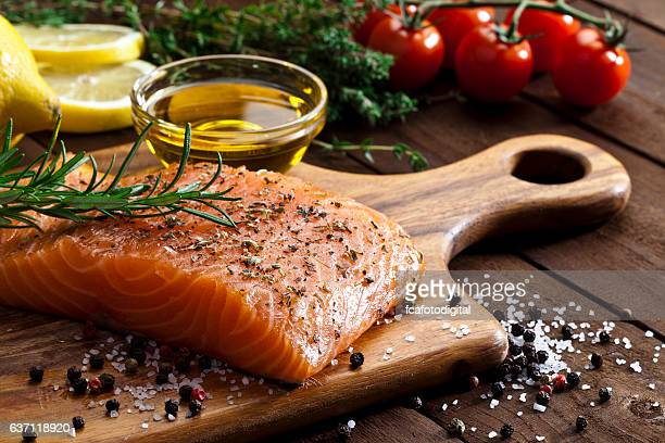 raw salmon steak - freshness stockfoto's en -beelden