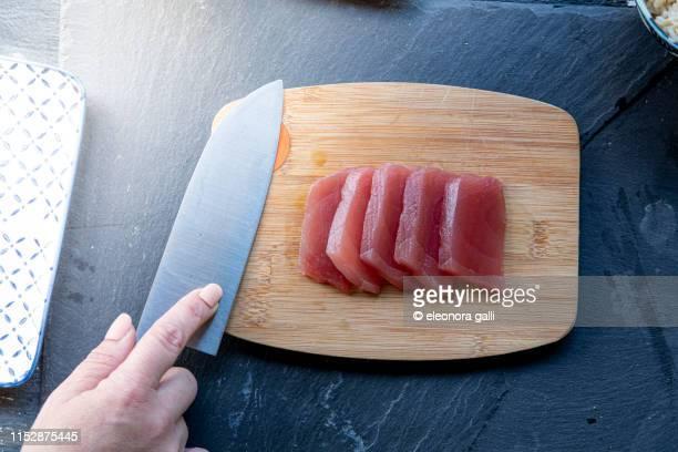 raw tuna - キッチンナイフ ストックフォトと画像