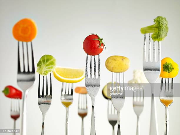 raw vegetables on forks - dranken en maaltijden stockfoto's en -beelden