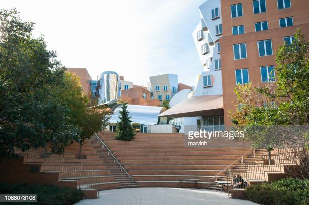 ray and maria stata center of mit - - massachusetts institute of technology stock pictures, royalty-free photos & images