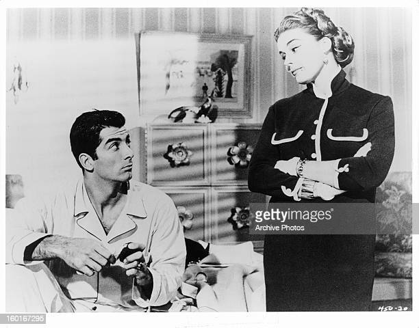 Ray Danton looking up at Elaine Stewart in a scene from the film 'The Rise And Fall Of Legs Diamond' 1960