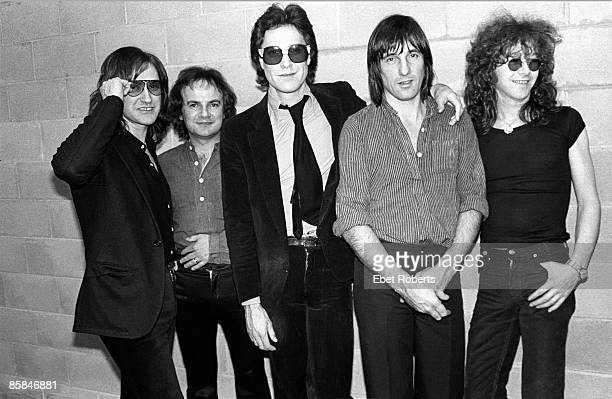 THEATER Photo of Ray DAVIES and Dave DAVIES and Gordon EDWARDS and Jim RODFORD and KINKS and Mick AVORY LR Dave Davies Jim Rodford Ray Davies Mick...