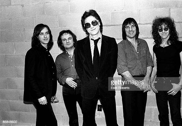 THEATER Photo of Ray DAVIES and Mick AVORY and KINKS and Jim RODFORD and Gordon EDWARDS and Dave DAVIES LR Dave Davies Jim Rodford Ray Davies Mick...