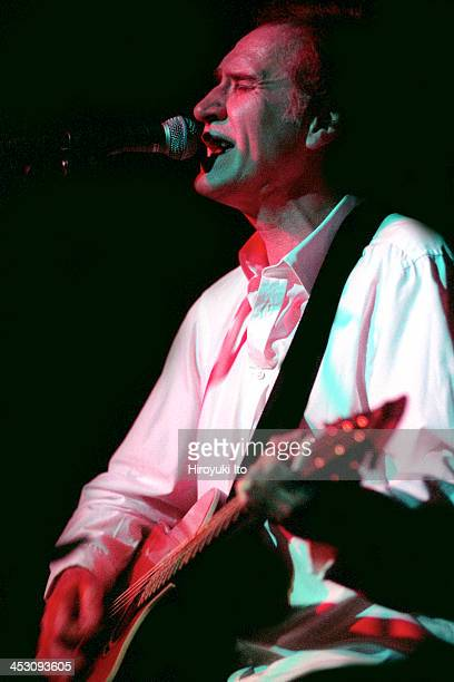 Ray Davies of the Kinks performing with Yo La Tengo at the Jane Street Theater on Wednesday night August 23 2000
