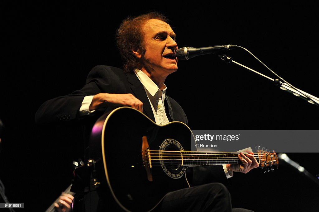 Ray Davies performs at the Hammersmith Apollo on December 19, 2009 in London, England.