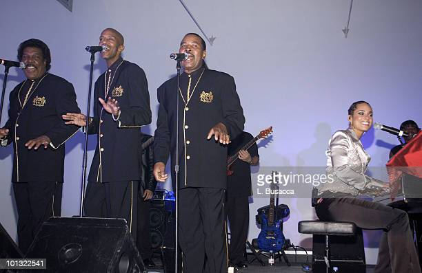 Ray Goodman and Brown Perform with Alicia Keys