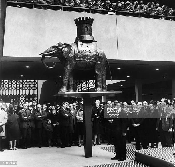 Ray Gunter the MP for Southwark unveils the original Elephant and Castle sculpture at its new location in the shopping centre after an extensive...