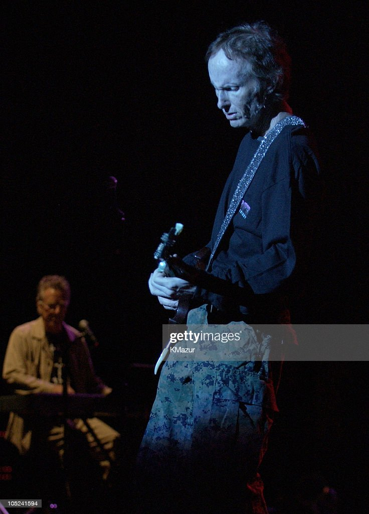 The Doors of the 21st Century in Concert at Jones Beach on August 24, 2003 : News Photo