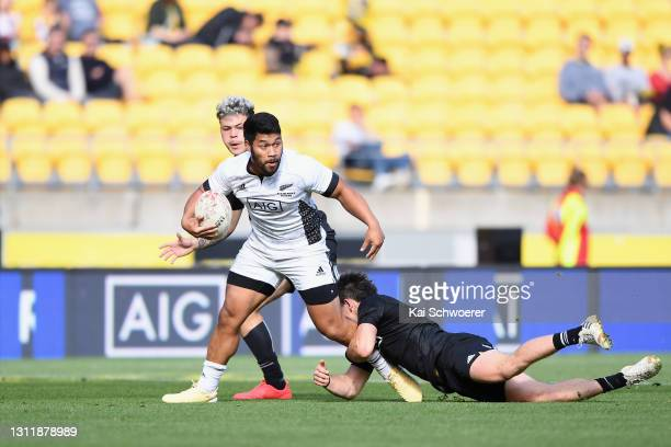 Ray Nu'u runs through to score a try during the match between the All Blacks Sevens Black and All Blacks Sevens White at Sky Stadium, on April 11 in...