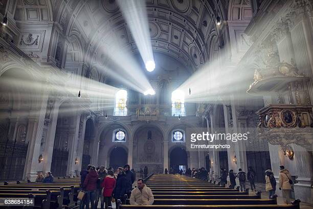 ray of light passing thro the windows of st.peter's church,munich. - emreturanphoto stock pictures, royalty-free photos & images