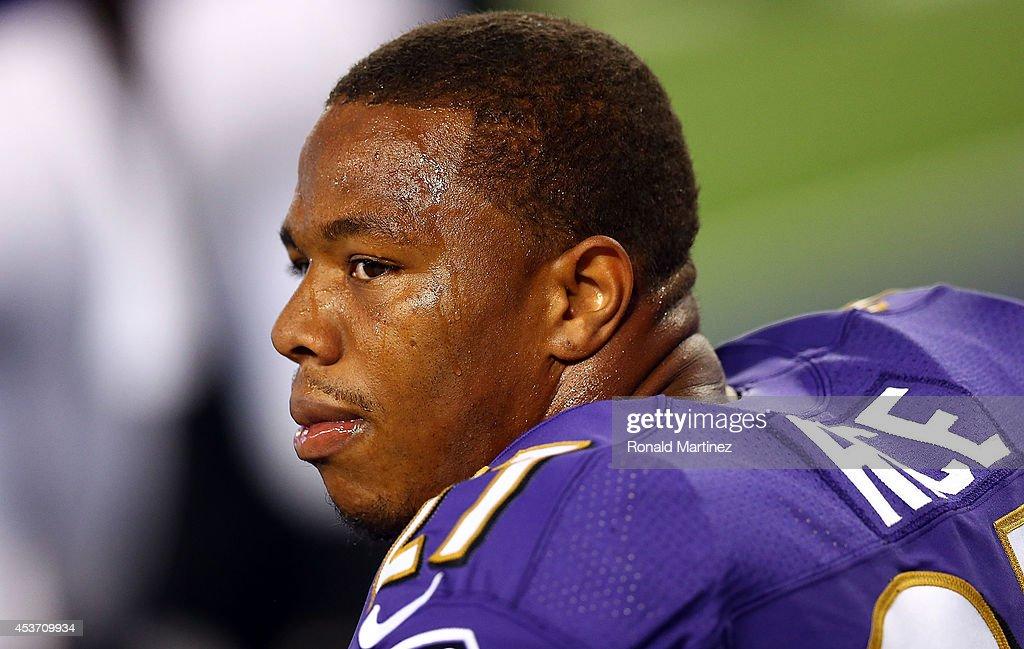 Baltimore Ravens v Dallas Cowboys : News Photo