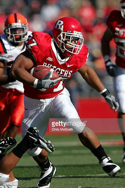 Ray Rice of the Rutgers Scarlet Knights makes a break against the Syracuse University Orange on November 25, 2006 at Rutgers Stadium in Piscataway,...