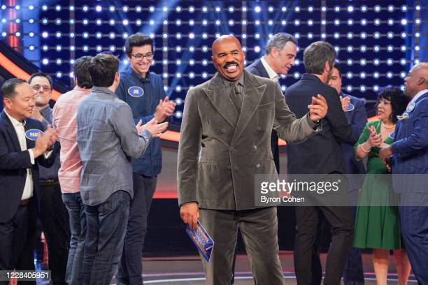 FEUD Ray Romano vs Brad Garrett and Fall Out Boy vs Weezer It's an epic family reunion when two comedy greats Ray Romano and Brad Garrett test their...