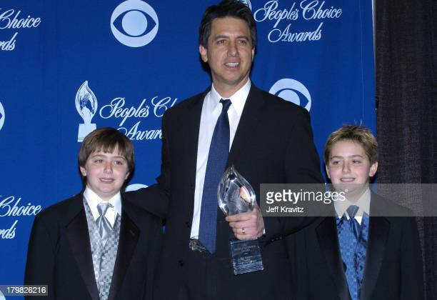 Ray Romano winner of Favorite Male Television Performer and his twins Matthew and Gregory
