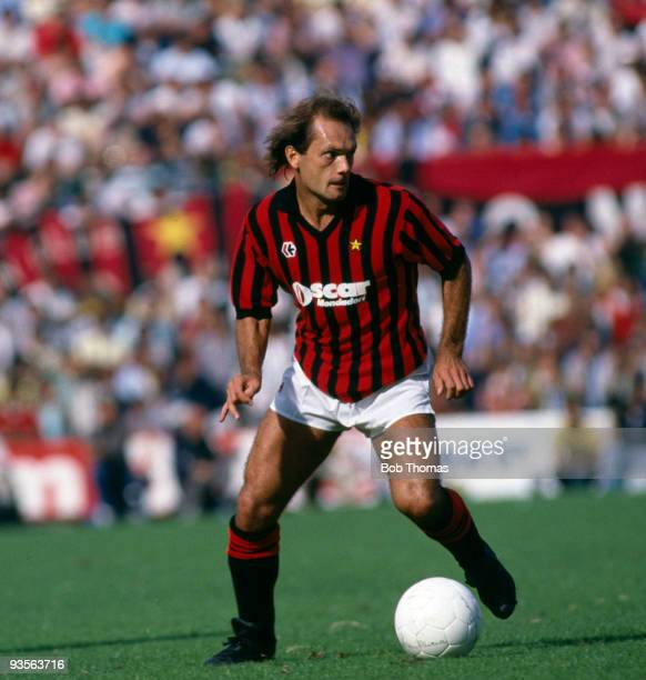 Ray Wilkins of AC Milan in action during the Italian League match between AC Milan and Udinese held at San Siro Milan on 16th September 1984 The...