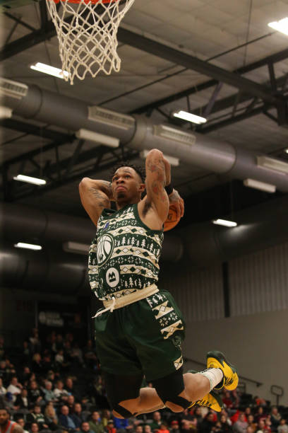rayjon-tucker-of-the-wisconsin-herd-dunk