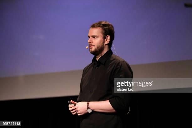 Rayk Anders spricht über das Thema 'Wie Bullshit unser Land vergiftet im Rahmen der 17 litCOLOGNE am 16 März 2017 im Comedia Theater Grüner Saal...