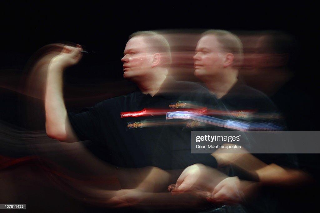 2011 Ladbrokes.com World Darts Championship - Day Eleven