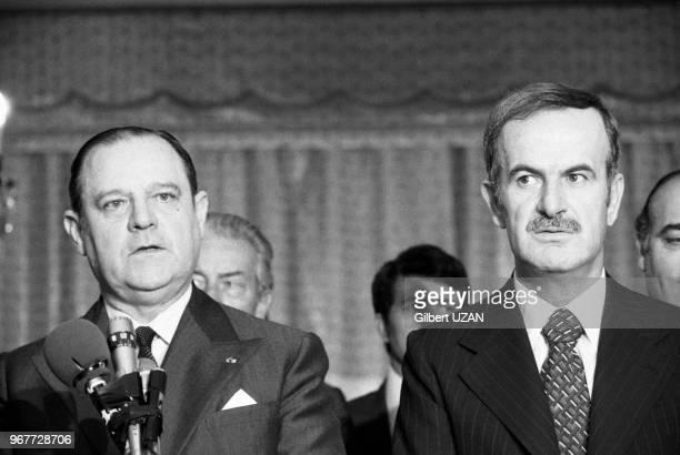 Raymond Barre et Hafez el-Assad lors de la visite officielle du premier minstre français à Damas le 27 novembre 1977, Syrie.