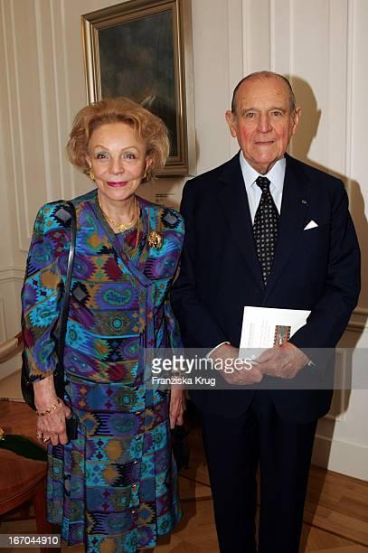 Raymond Barre Mit Ehefrau Eva Bei Pk Zur Verleihung Des KunstUnd Kulturpreises Praemium Imperiale In Der Japanischen Botschaft In Berlin