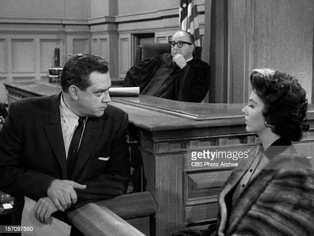 Raymond Burr as Perry Mason and Barbara Lawrence as Lori Stoner in the PERRY MASON episode 'The Case of the Envious Editor' Original air date January...