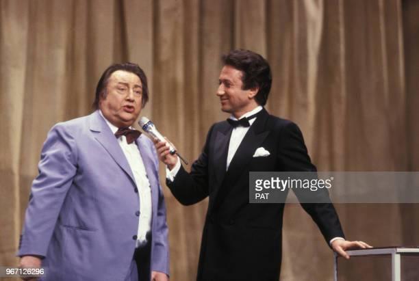 Raymond Devos avec Michel Drucker lors de la cérémonie des Molières le 23 mai 1987 à Paris, France.