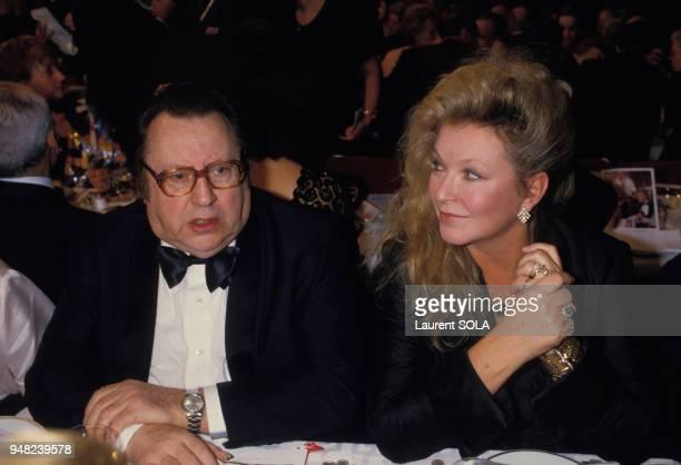 Raymond Devos et Marina Vlady lors de la soirée contre la sida au Moulin-Rouge le 1er décembre 1986 à Paris, France.