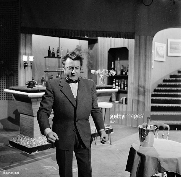 """Raymond Devos in a sketch on the set of """"Joys of life""""."""