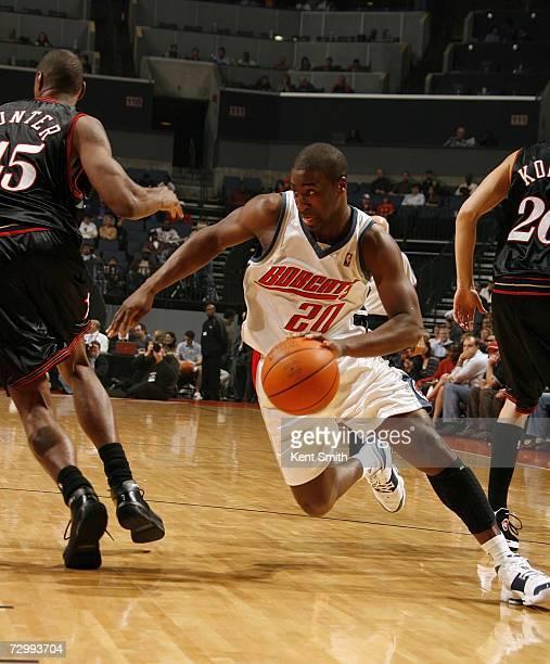 Raymond Felton of the Charlotte Bobcats maneuvers between Rodney Carney and Kyle Korver of the Philadelphia 76ers on January 13 2007 at the Charlotte...