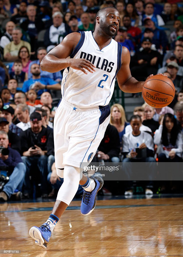 Raymond Felton #2 of the Dallas Mavericks dribbles the ball against the Washington Wizards on December 12, 2015 at the American Airlines Center in Dallas, Texas.