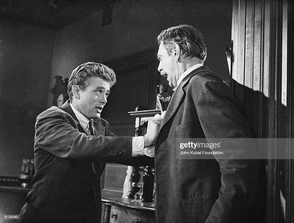 Raymond Massey and James Dean play a feuding father and son