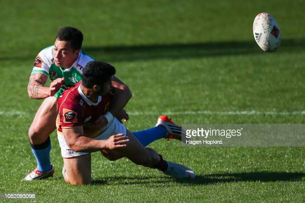 Raymond Nu'u of Southland is tackled by Rob Thompson of Manawatu during the round nine Mitre 10 Cup match between Manawatu and Southland at Central...