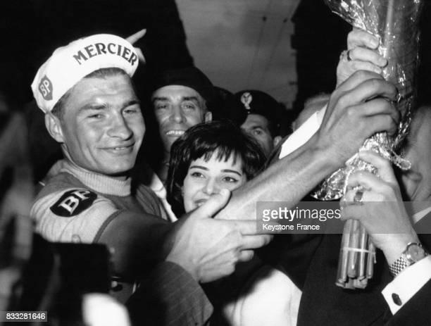 Raymond Poulidor après sa victoire à San Remo Italie en 1961