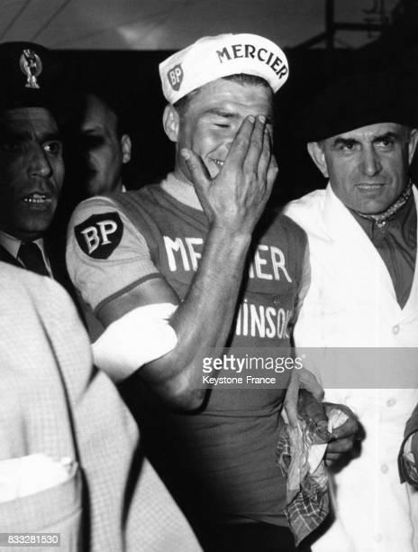 Raymond Poulidor ému après sa victoire à San Remo le 19 mars 1961