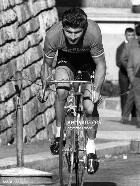 Raymond Poulidor vainqueur en pleine action lors de la course à Lugano Suisse le 13 octobre 1963