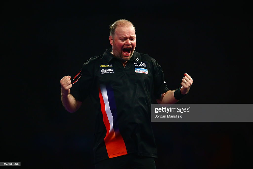 2016 William Hill PDC World Darts Championships - Day Eleven : News Photo