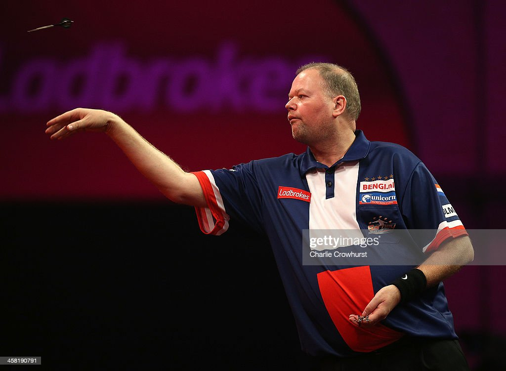 2014 Ladbrokes.com World Darts Championship - Day Eight