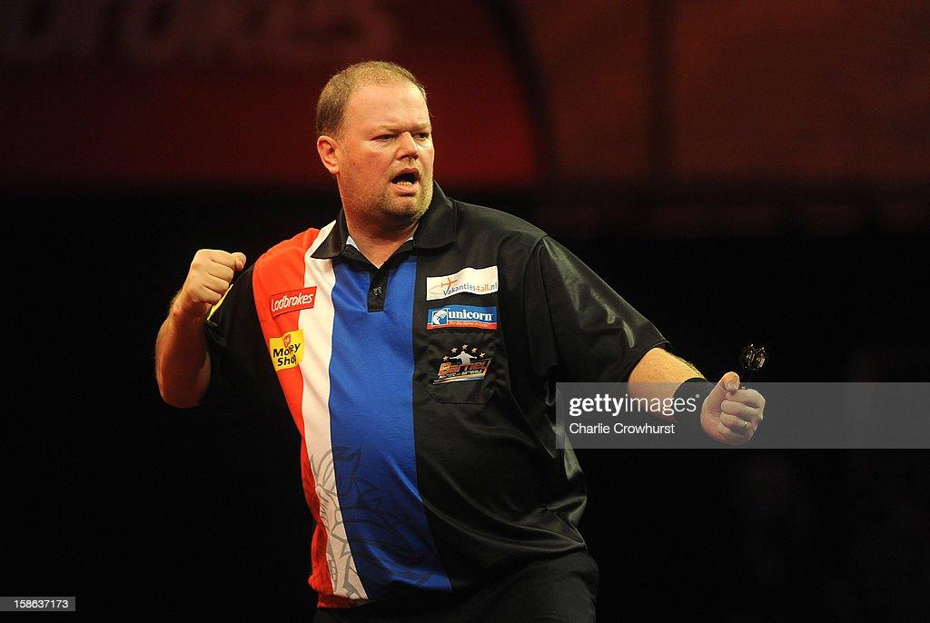 2013 Ladbrokes.com World Darts Championship - Day Nine