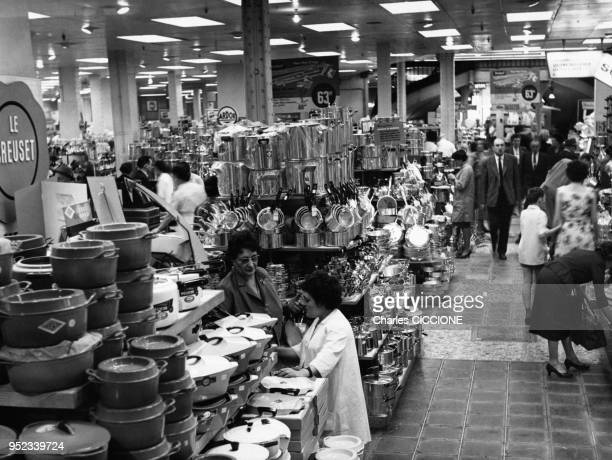 Magasin Dustensiles De Cuisine Pictures And Photos Getty Images - Ustensiles de cuisine paris