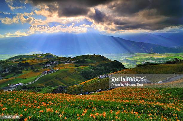 rays from heaven - hualien county stock pictures, royalty-free photos & images