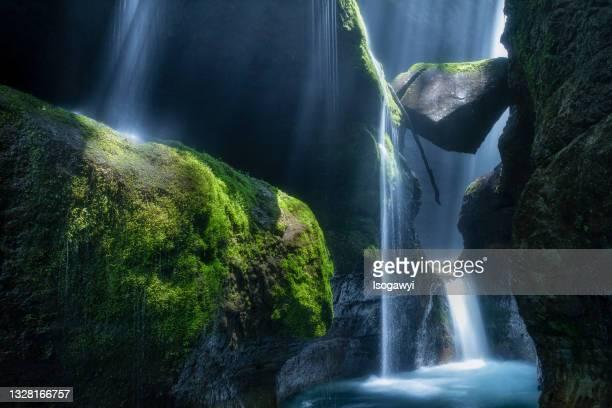 rays of sunlight in gorge - isogawyi - fotografias e filmes do acervo