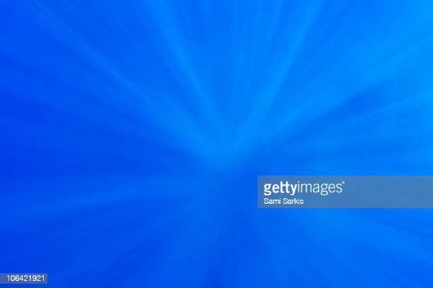 rays of sunlight penetrating underwater - penetracion fotografías e imágenes de stock