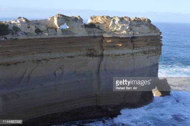 razorback at port campbell national park victoria australia - rafael ben ari - fotografias e filmes do acervo