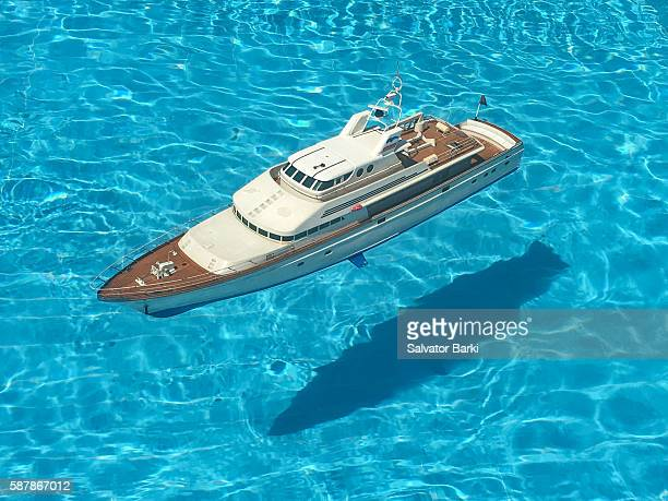 rc boat in pool - yacht stock pictures, royalty-free photos & images