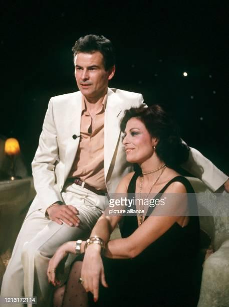 """Der deutsche Schauspieler tritt 1981 die Nachfolge von Elisabeth Teissier als Moderator der ARD-""""Astro-Show"""" an. Damit landete er einen der größten..."""