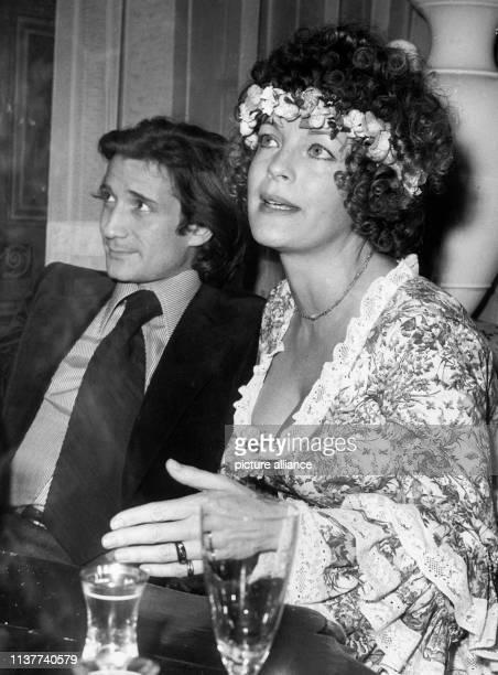 Romy Schneider und Daniel Biasini nach ihrer Trauung am in Berlin Die österreichische Schauspielerin wäre am 2391998 60 Jahre alt geworden Schon als...