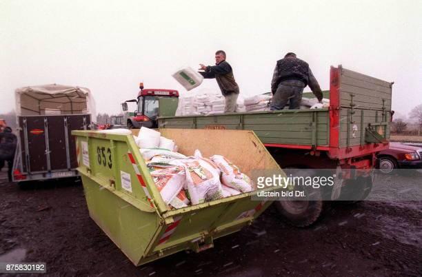 Rückgabe von Futtermitteln für die Kälbermast die nach einem Verfütterungsverbot im Rahmen der BSEKrise entsorgt werden Eckernförde SchleswigHolstein